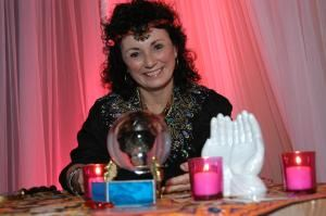 Mariel Palm Reading & Psychic Tarot