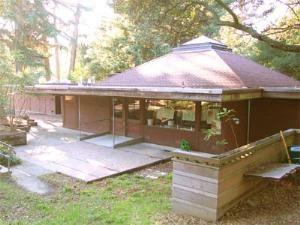 Leona Lodge