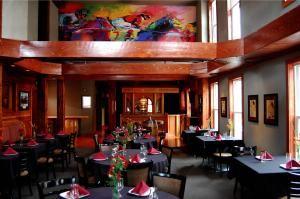 Seven Horse Pub and Restaurant