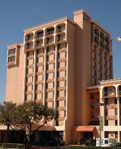 Radisson Hotel & Suites Dallas Love Field