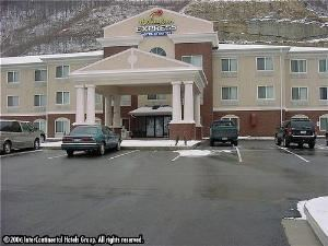 Holiday Inn Express Hotel & Suites - Logan