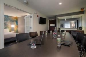 Conference Suite 232 & 332