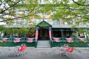 Rogues' Harbor Inn, Restaurant & Brewing