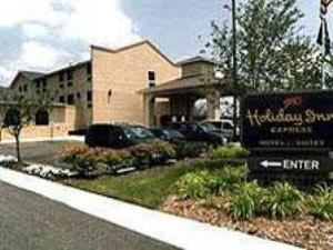 Holiday Inn Express & Suites Chicago-Oswego