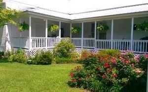L-shaped Porch
