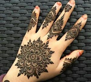 Charlotte Henna / Mehendi tattoo service