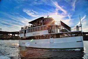 Dutch Apple Cruises
