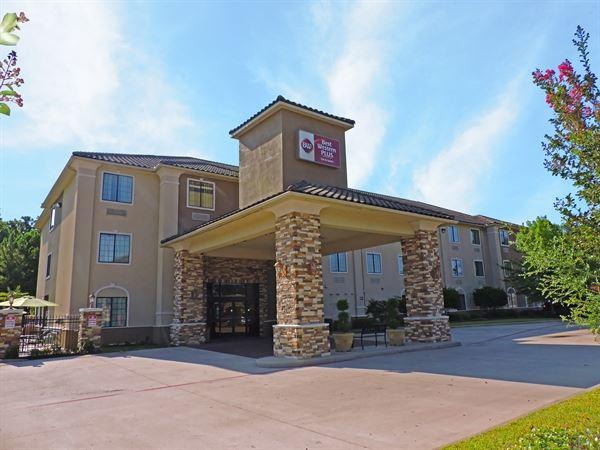 Best Western Plus - Crown Colony Inn & Suites
