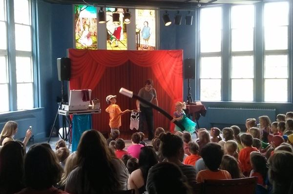 Daniel Steep : Comedy Magician & Balloon Twister