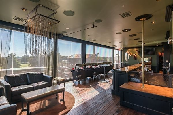 Gas Monkey Vip The E Is Completely Private And Located Upstairs From Venue Offering A Lounge Area Bar Restrooms Outdoor Balcony