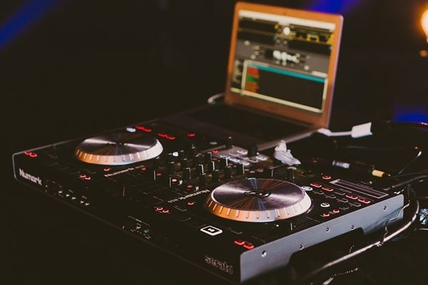 VC Studio DJ Services