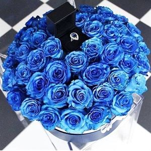 Roses Delivery in Miami by Luxury Diamond Flowers in hat boxes fresh cut and preserved roses shop