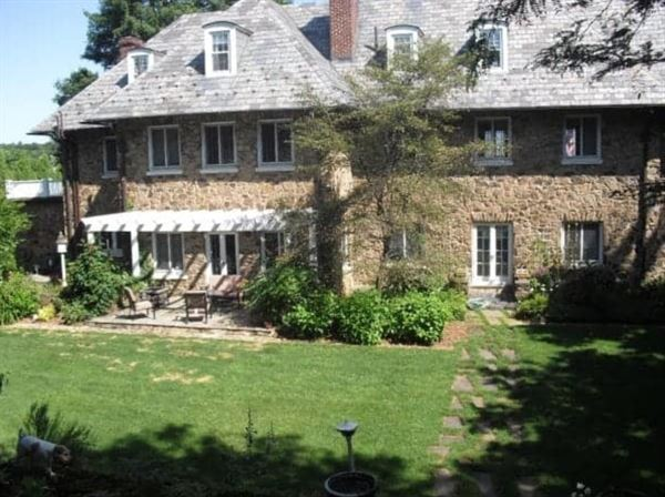 Fell Stone Manor