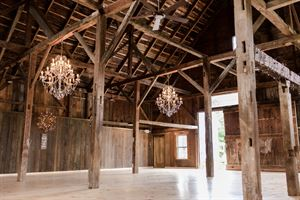 Bear Mountain Inn & Wedding Barn