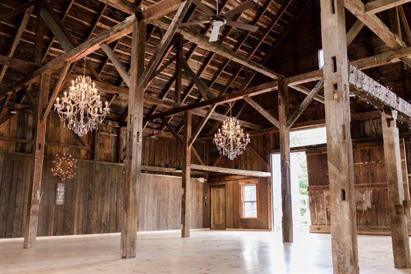 Bear Mountain Inn & Wedding Barn