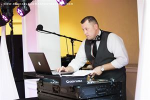 Bobby White Mobile DJ and Lighting Service