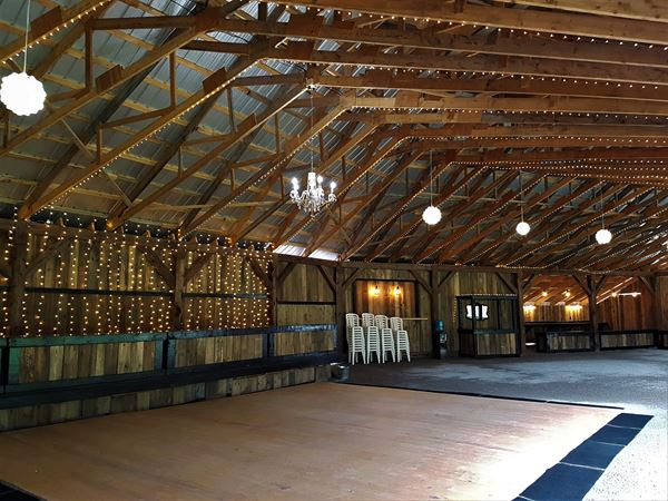 A 6000sq Ft Wedding Barn With Head Table Dance Floor DJ Booth And Built In Bar