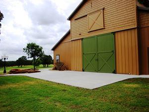Twisted Oaks Barn