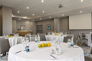 Pointe-Claire Meeting Room