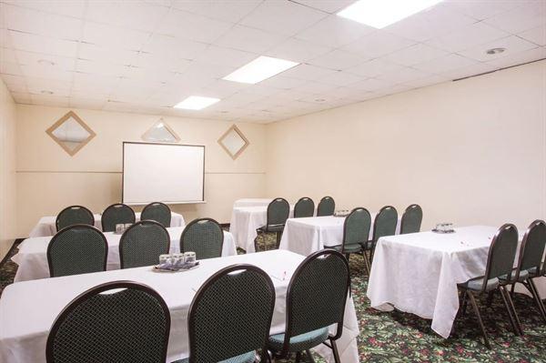 Ramada Hotel & Suites Warner Robins