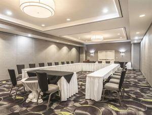 La Quinta Inn & Suites Arlington North 6 Flags Dr