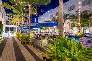 La Sombra Restaurant & Lounge