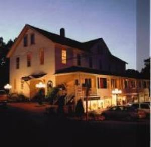 The whistling swan inn and restaurant fish creek wi for Fish creek restaurants