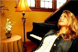 Sara Whitney Ewan, Vocalist & Pianist