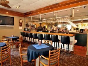 CliffHanger Lounge