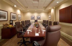 Aurola Boardroom