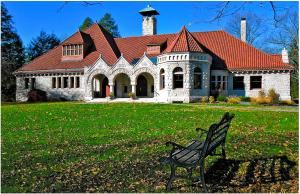 Pequot Library